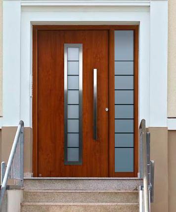 Trabajos de pvc y aluminio moralum granada for Puertas de entrada de madera modernas
